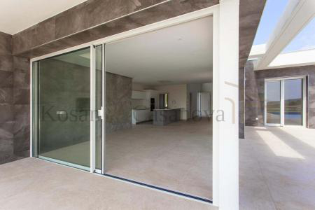 Moraira / Teulada- A contemporary Villa, bright and airy, with openspaces, ideal for modern living pic 8