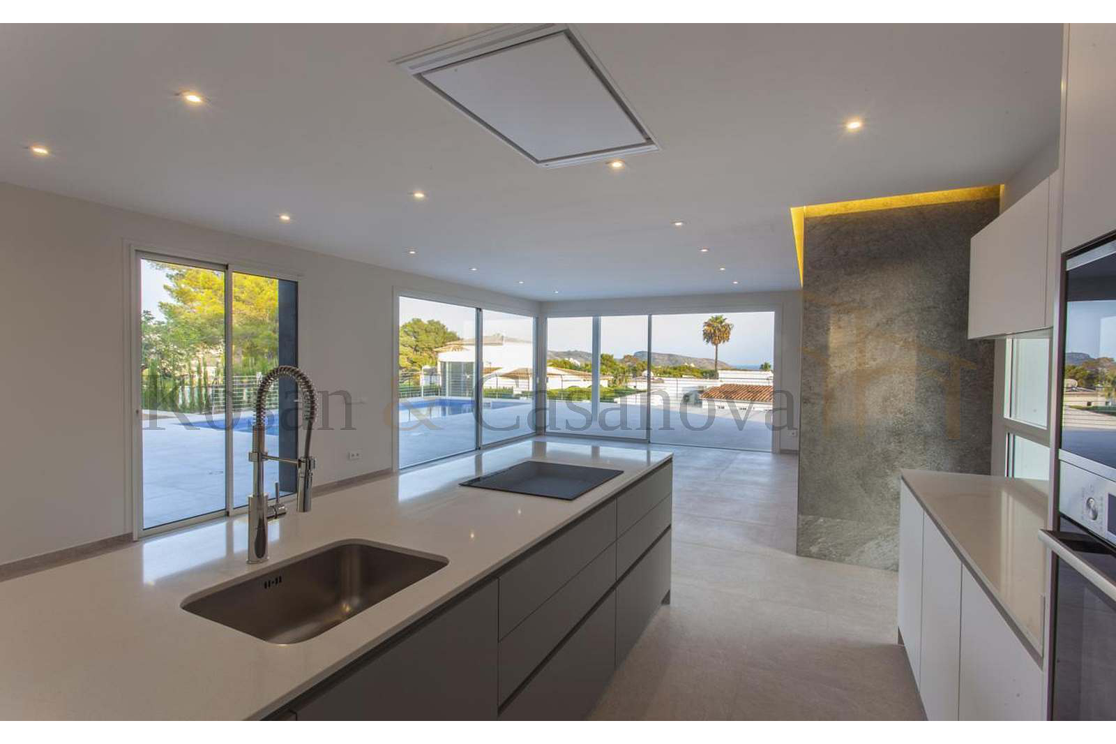Moraira / Teulada- A contemporary Villa, bright and airy, with openspaces, ideal for modern living pic 11