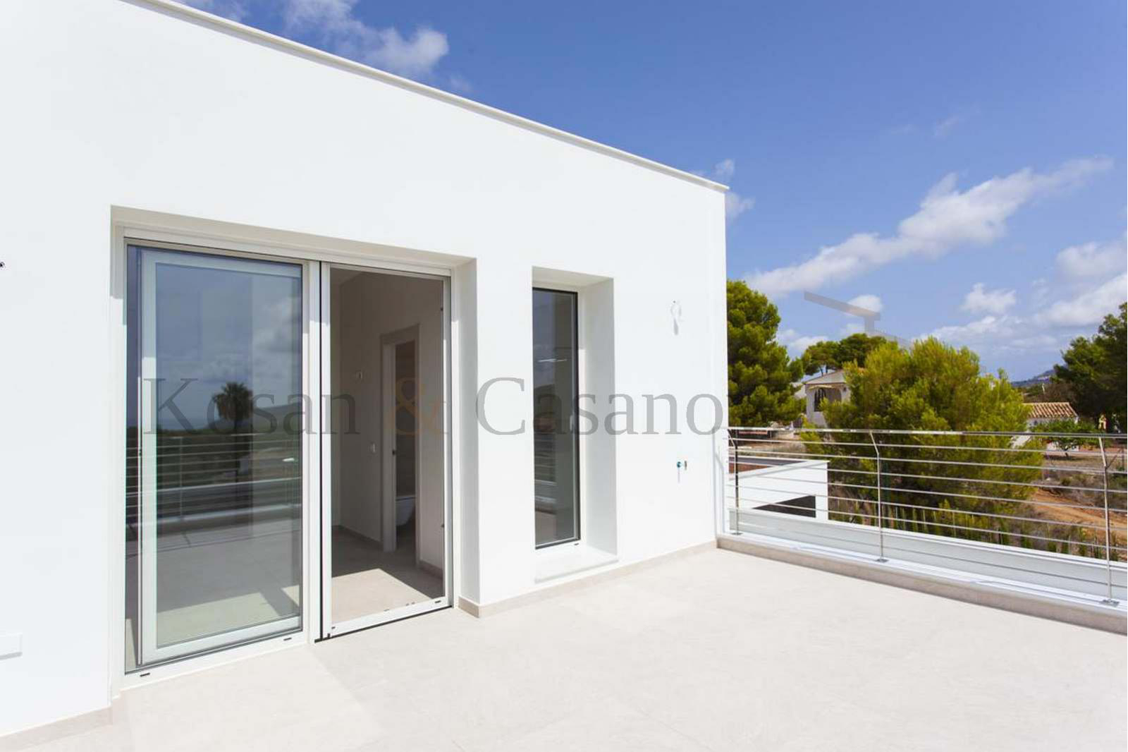 Moraira / Teulada- A contemporary Villa, bright and airy, with openspaces, ideal for modern living pic 2