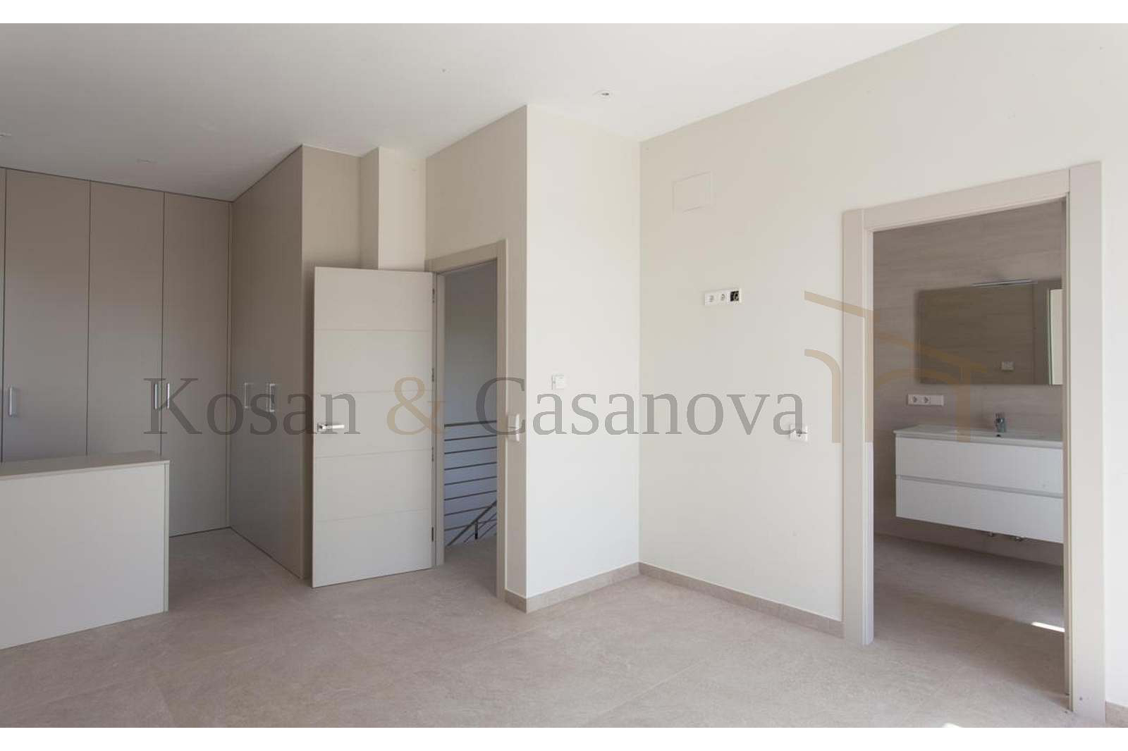 Moraira / Teulada- A contemporary Villa, bright and airy, with openspaces, ideal for modern living pic 9