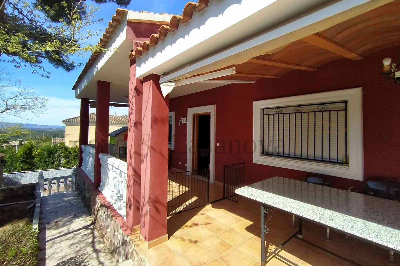 Valencia - Chalet with pool in a good residential area